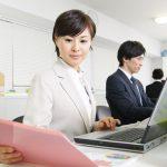 女性が多い事務職の求人傾向は?給料相場、転職で気を付けることをまとめました。